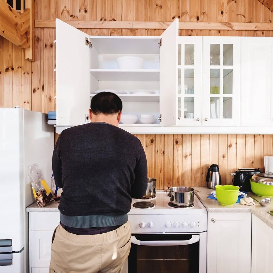 Hannover: Einbrecher bereitet sich Essen in WG-Küche zu