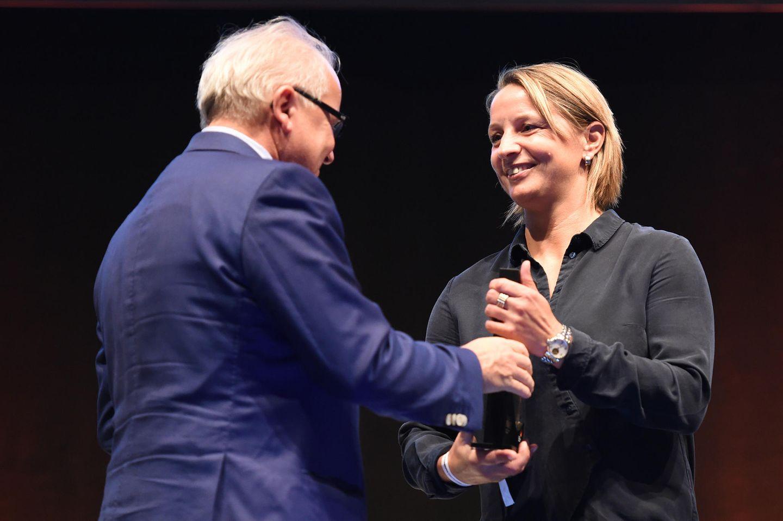 Inka Grings mit DFB-Präsident Fritz Keller im Deutschen Fußballmuseum in Dortmund