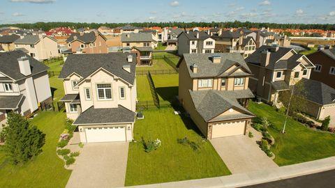 Zwei Häuser aus der Vogelperspektive