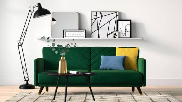 Wohnzimmer mit bunten Interieur-Highlights