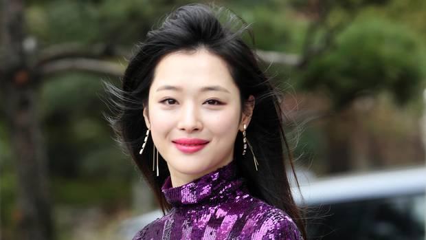 In Südkorea ist die bekannte K-Popsängerin Sulli tot aufgefunden worden
