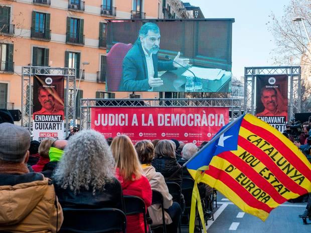 Public Viewing des Gerichtsverfahrens: Der Angeklagte Jordi Cuixart, Präsident der Organisation Omnium Cultural, wird Ende Februar von dem Obersten Gericht in Madrid vernommen.