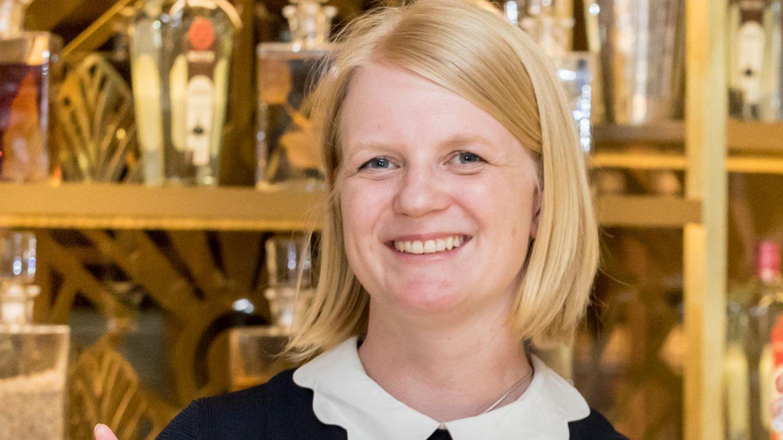 "Caro Thompson, Bar-Managerin im Fünf-Sterne-Hotel ""Fraser Suites"""