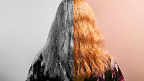 Katy von hinten fotografiert. Die linke Bildhälfte ist schwarz-weiß gehalten.