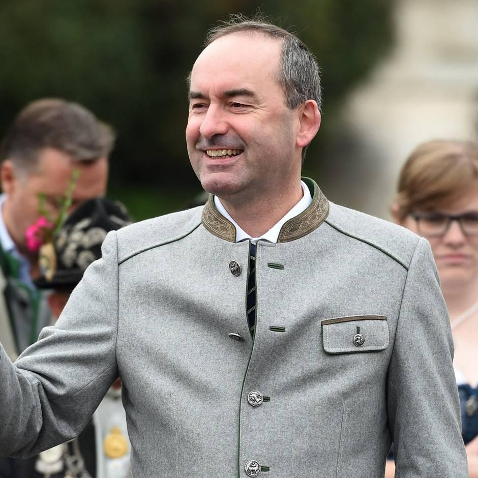 """Wirtschaftsminister in Bayern: """"Aufruf zur Bewaffnung""""? Irritationen nach Äußerungen Aiwangers zum Tragen von Messern"""