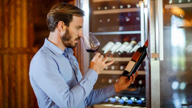 Geben Sie nicht vor, etwas über Wein zu wissen, obwohl Sie keine Ahnung haben  Es ist völlig in Ordnung, kein Profi in Sachen Wein zu sein. Im Restaurant bieten Sommeliers Hilfestellung, im Handel die Weinfachverkäufer.