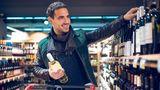 Kaufen Sie nicht die zweit günstigste Flasche Wein  Man sagt, die zweit günstigste Flasche Wein auf der Karte oder im Supermarkt ist eine gute Idee. Da steckt natürlich nichts dahinter, aber Sie treffen bestimmt eine gute Wahl, wenn Sie im mittleren Preissegment nach einer geeigneten Flasche Wein suchen.