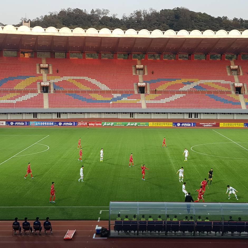 Fußball-WM-Qualifikation: Nullnummer Nordkorea gegen Südkorea: Keine Tore, keine Zuschauer (doch, einer: der Fifa-Boss)