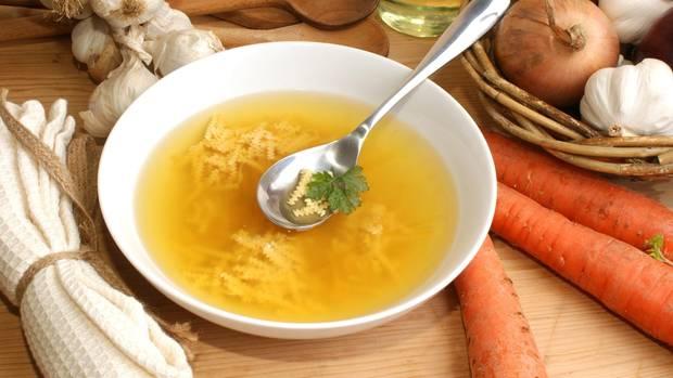 Ein Teller klare Suppe (Symbolfoto)