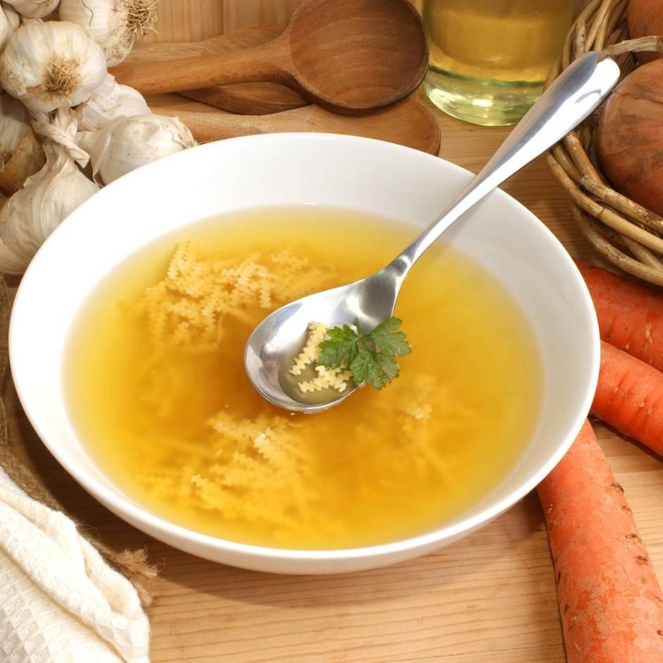 Rückrufe und Produktwarnungen: Wegen Glassplittern: Rapunzel ruft klare Suppe zurück