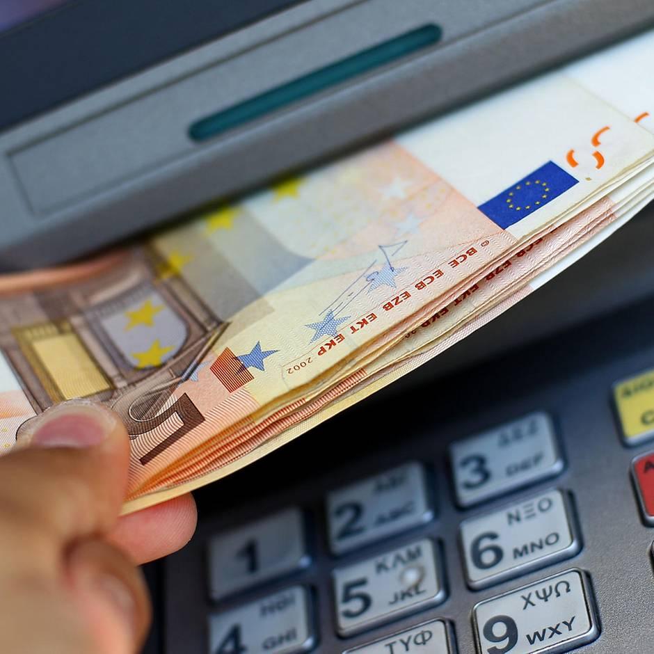 Millionenschaden: Jackpotting: Mit dieser Methode räumen Kriminelle systematisch Geldautomaten leer