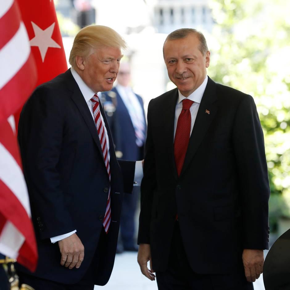 Türkerischer Einmarsch in Nordsyrien: Wirkungslose Sanktionen: die heuchlerische Haltung Trumps gegenüber Erdogan