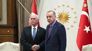 US-Vizepräsident Mike Pence (l.) und der türkische Präsident Recep Tayyip Erdogan