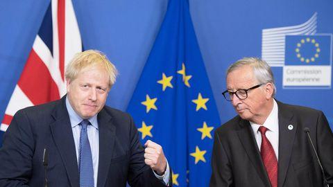 Großbritanniens Premierminister Boris Johnson (l.) und EU-Kommissionschef Jean-Claude Juncker