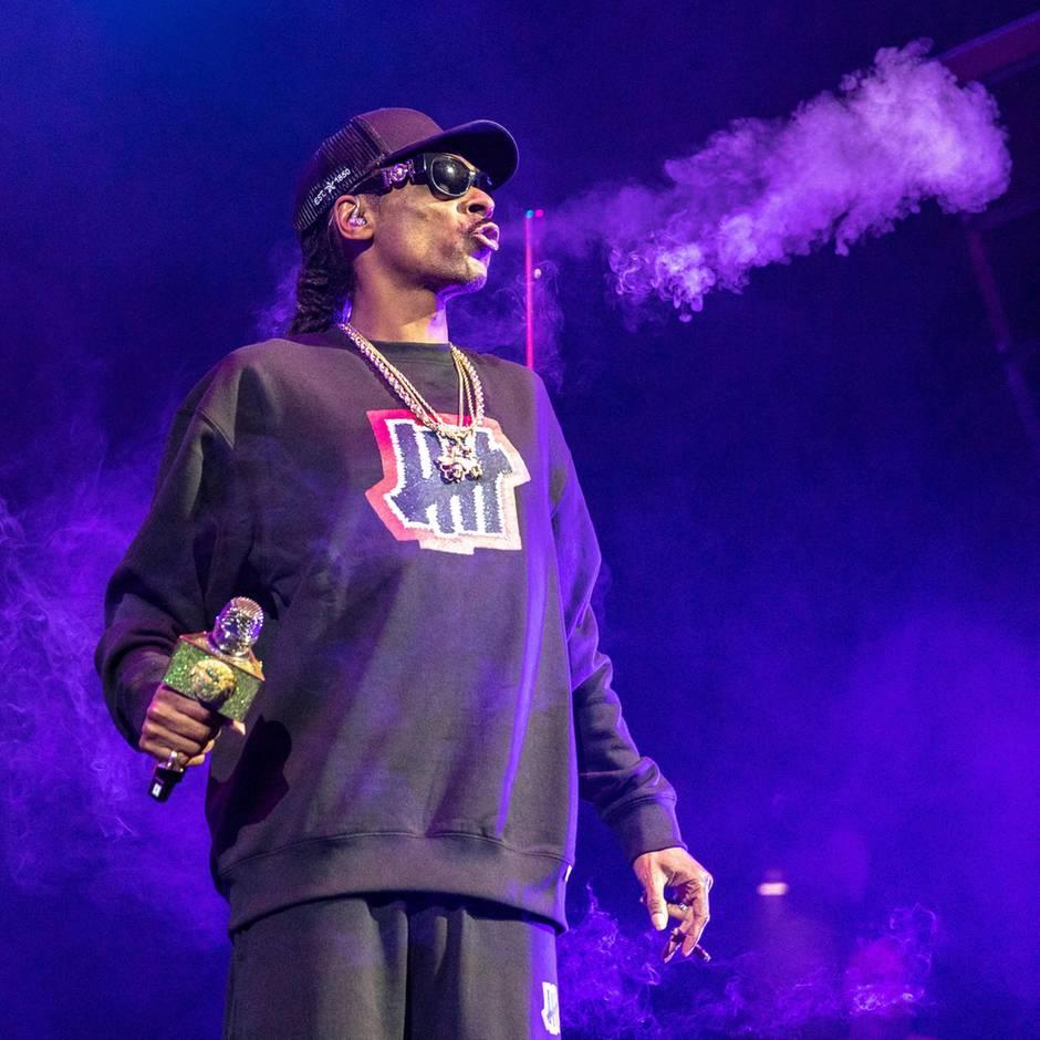 """""""Howard Stern Show"""": Snoop Dogg zahlt einem Mann 50.000 Dollar im Jahr, damit der seine Joints baut"""