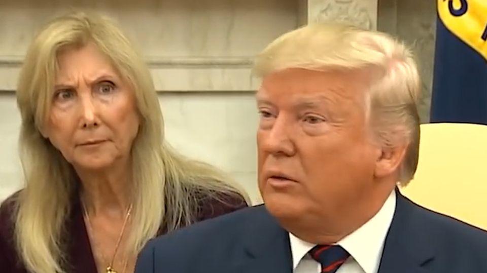 Bei einem Treffen zwischen US-Präsident Donald Trump und Sergio Mattarella sorgt die Übersetzerin für Aufmerksamkeit.