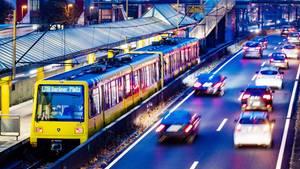 Nachrichten aus Deutschland - S-Bahn in Essen an einer Haltestelle