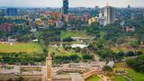 Kenias Hauptstadt Nairobi folgt auf Platz 4. Erst jüngst wurde bekannt, dass die Stadt 25 Millionen Euro in das Schienennetz und die Modernisierung des öffentlichen Nahverkehrs stecken will. Nairobi lässt morgens und abends spezielle Pendlerzüge fahren, um die Menschen zur Arbeit zubefördern.