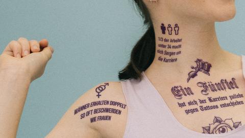 Tattoos am Arbeitsplatz: Überraschende Ergebnisse bei Studie