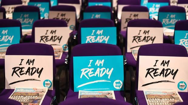 """""""Ich bin bereit"""", steht auf Sitzen bei einer Pro-Brexit-Veranstaltung"""