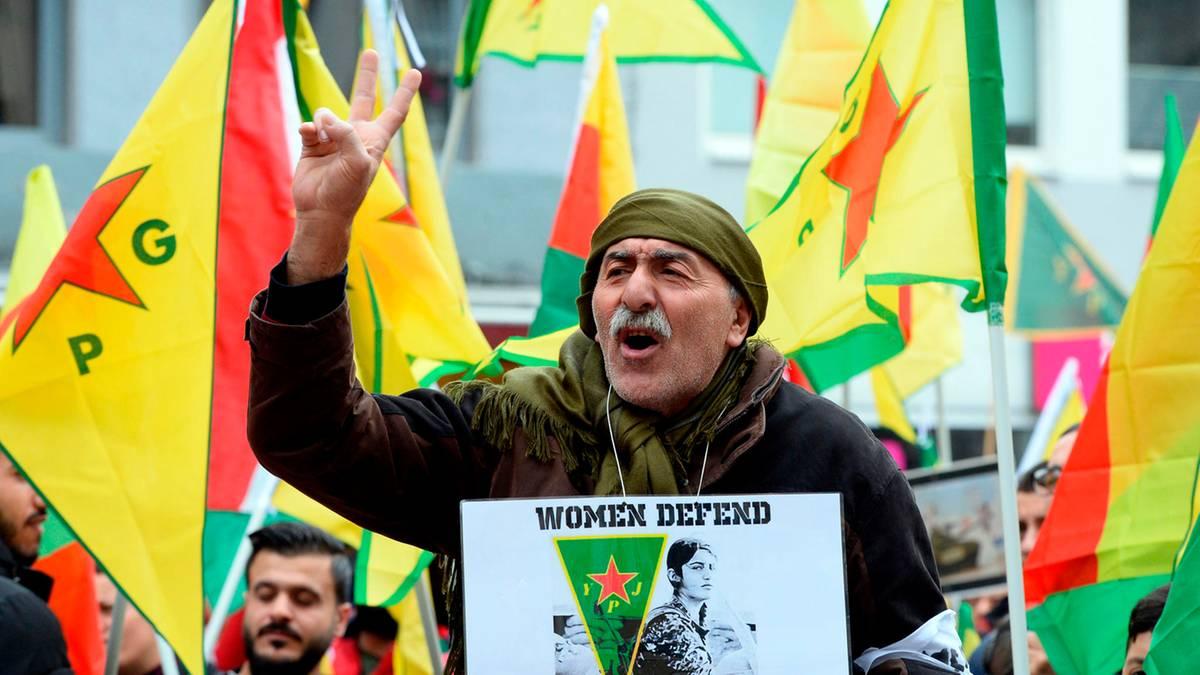 """Köln: """"Stoppt den Krieg"""" – Kurden demonstrieren gegen türkische Militäroffensive in Syrien"""