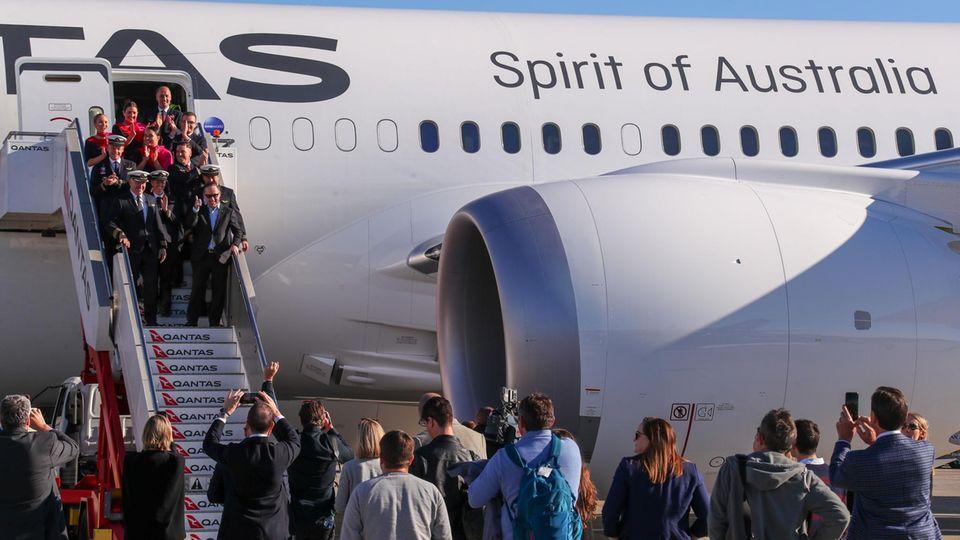 In Sydney geht die Qantas-Crew von Bord