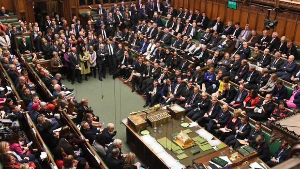 Die Niederlage für Johnson - die Abgeordnete nehmen den Antrag von Letwin an, der vorsieht, dass die Entscheidung über Johnsons neuen Brexit-Deal vertagt wird.