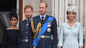 Zwischen Prinz Harry (2.v.l.) und Prinz William (2.v.r.) gibt es offenbar doch Differenzen (Archivbild)