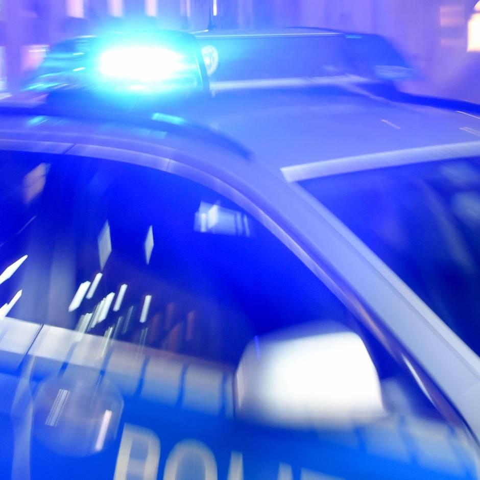 Nachrichten aus Deutschland: 61-Jährige soll auf schlafenden Lebensgefährten eingestochen haben – Mordkommission ermittelt
