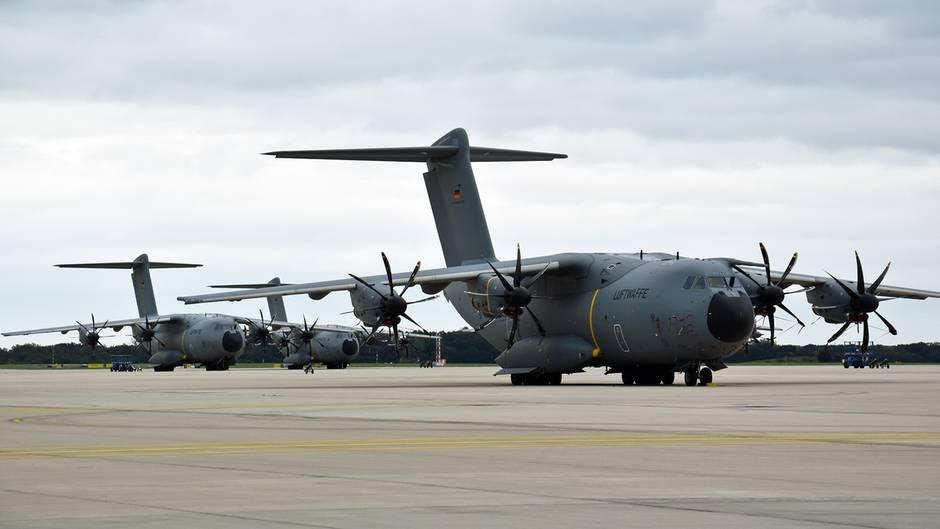 Drei Airbus A400M auf dem Vorfeld