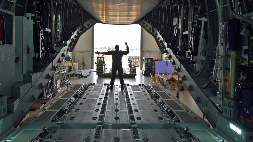 Cargo Hold Trainer-Enhanced