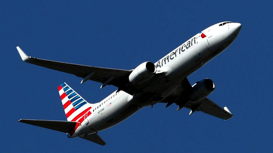 Ein Flugzeug der Fluglinie American Airlines