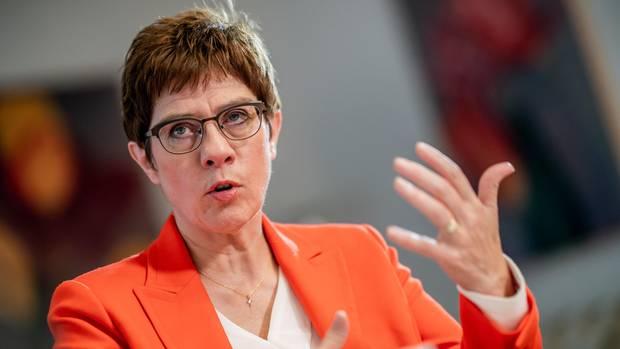 """Verteidigungsministerin Annegret Kramp-Karrenbauer will der """"humanitären Katastrophe"""" in Syrien nicht tatenlos zusehen"""
