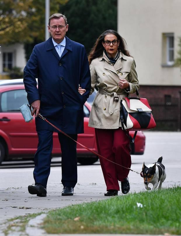 Ramelow mit seiner Frau Germana Alberti vom Hofe und Hund Attila beim Spaziergang in Erfurt