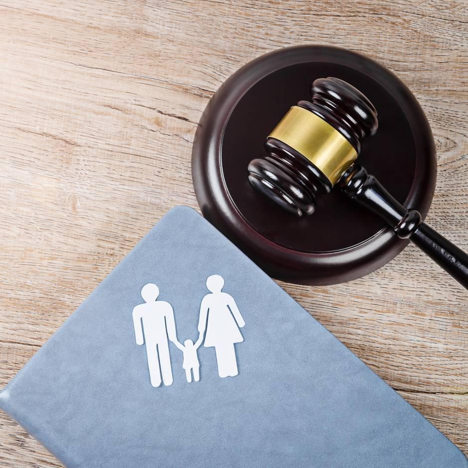 Urteil in Köln: Paar gibt adoptiertes Kind zurück und muss nun über 200.000 Euro zahlen