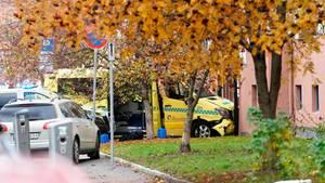 Der gekaperte Krankenwagen fuhr in ein Wohngebäude