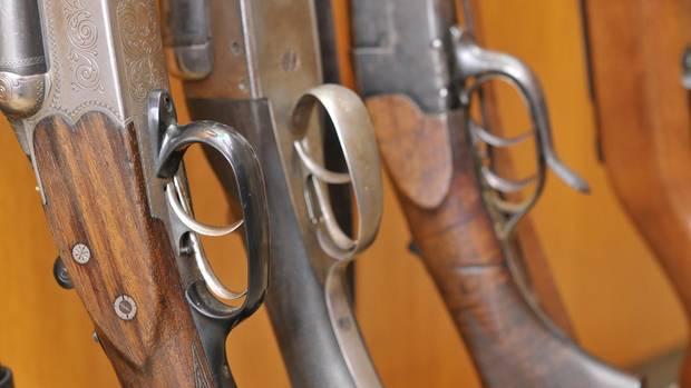Im Süden Russlands sind mehrere Männer mit Jagdgewehren auf einander losgegangen. Fünf Menschen wurden erschossen.