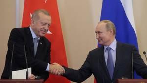 Der türkische Präsident Recep Tayyip Erdogan (l.) und sein russischer Amtskollege Wladimir Putin sind sich wegen Nordsyrien einig