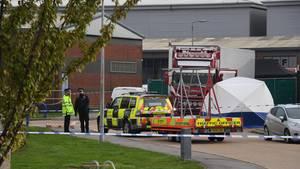 In einem Lkw-Anhänger im Waterglade Industrial Park in Grays, Essex, wurden 39 Leichen gefunden