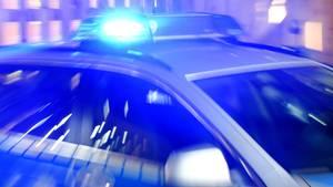 Nachrichten aus Deutschland – Streifenwagen der Polizei NRW mit eingeschaltetem Blaulicht
