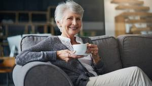 Wozu in einer kleinere Wohnung umziehen? Die meisten Senioren bleiben in Wohnungen, die eigentlich zu groß für sie sind.