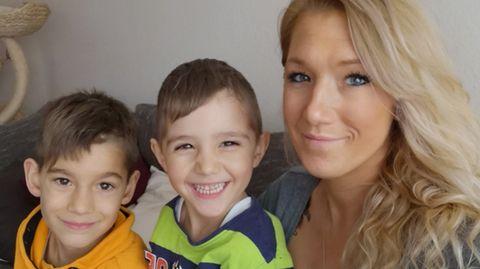 Janine Kaiser mit ihren Söhnen