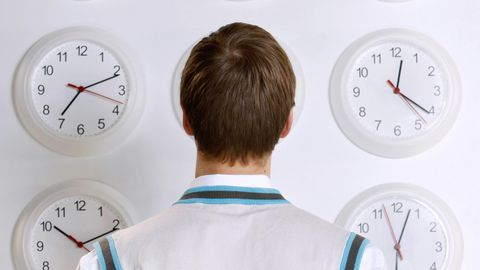Viele Menschen leiden unter der Zeitumstellung (Symbolbild)
