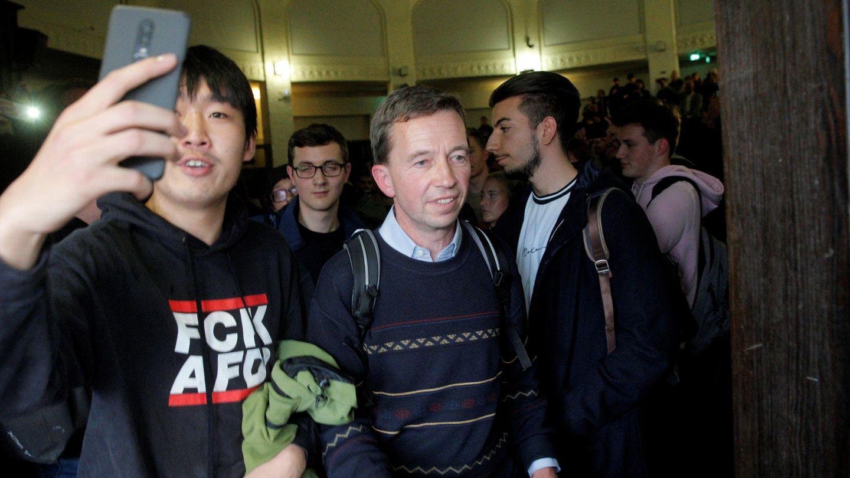 Bernd Lucke ist bei seiner Rückkehr an die Uni Hamburg mit Protesten von Studierenden konfrontiert