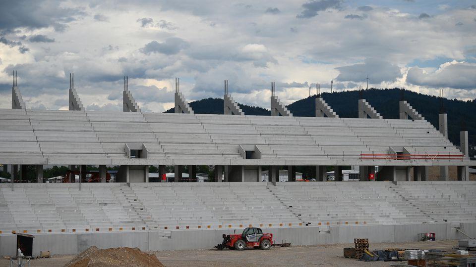 Blick auf das noch im Bau befindliche neue Stadion des SC Freiburg