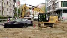Stettin: BMW-Fahrer wählt denkbar schlechten Parkplatz – Bauleiter lässt Straße trotzdem aufreißen