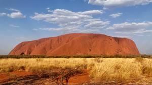 Der Uluru (Ayers Rock). Der Berg darf vom 26. Oktober 2019 an nicht mehr von Touristen bestiegen werden