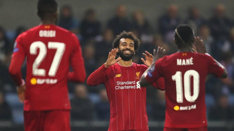 Mohammed Salah feiert mit Sadio Mané seinen Treffer zum 4: 1 gegen Genk