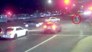 USA: Familie mit Kinderwagen wird beinahe überfahren – ein Unfall rettet sie