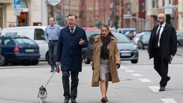 Bodo Ramelow mit Ehefrau Germana und Hund Attila